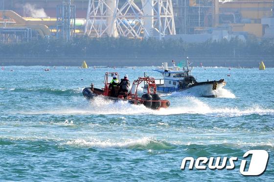 신고를 받은 포항해경 122구조대원들이 고속단정을 타고 사고 현장으로 출동하고 있다.(뉴스1자료) © News1 최창호 기자