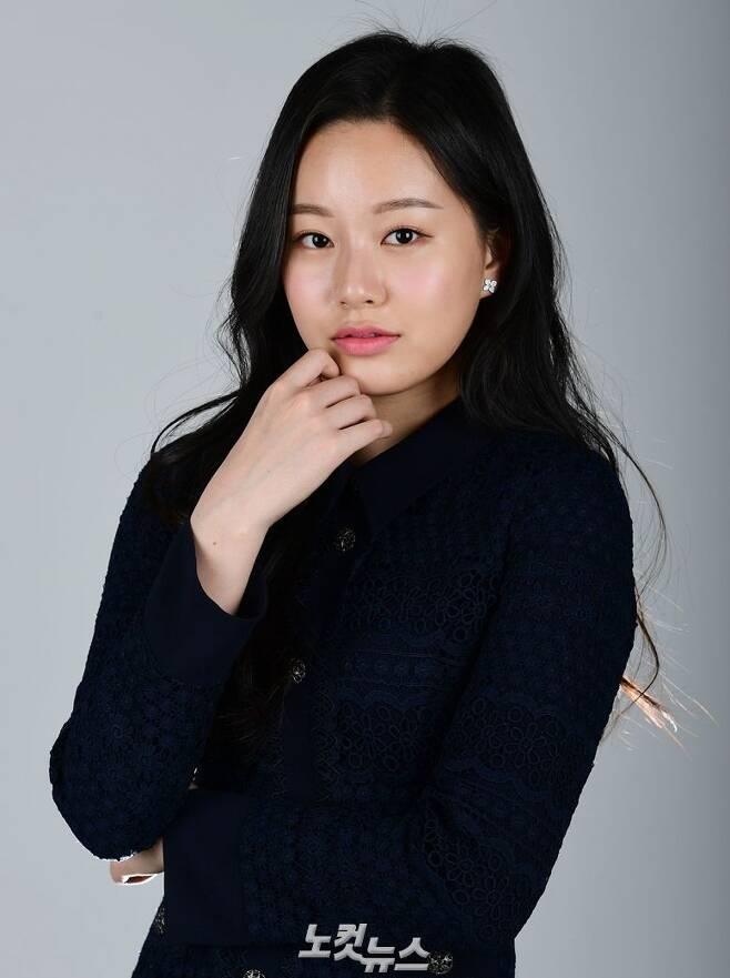 JTBC 금토드라마 'SKY 캐슬'에서 차세리 역을 맡은 배우 박유나가 지난달 30일 오전 서울 목동 CBS 사옥에서 인터뷰 전 포즈를 취하고 있다. (사진=황진환 기자)