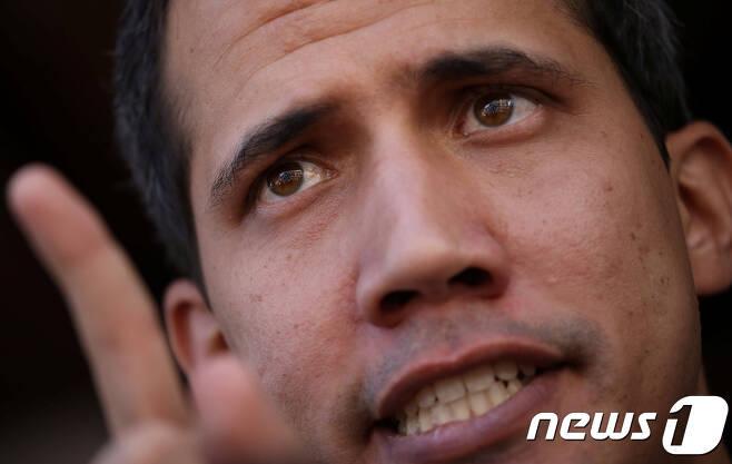 베네수엘라 임시 대통령을 자처하며 니콜라스 마두로 대통령과 대립하고 있는 후안 과이도 국회의장. © 로이터=뉴스1 © News1 자료 사진