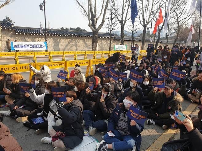 '스쿨 미투 대한민국 정부는 응답하라' 집회 참가자들.