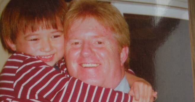 일본인 전 부인에게 자녀를 납치당했다고 주장하는 랜디 콜린스(오른쪽)가 공개한 아들과 찍은 사진. 콜린스는 아들이 5살이던 2008년 이후 지금까지 아들을 만나지 못했다. 콜린스의 전 부인 레이코 나카타는 '부모 유괴' 혐의로 FBI의 수배명단과 인터폴 적색수배명단에 이름을 올린 상태다. 2019.2.22ASIA TIMES 제공