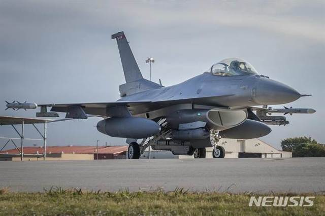 대만은 미국제 최신예 개량형 전투기 F-16V 72대의 도입을 적극 추진하고 있다(미국 공군 홈페이지 캡처)