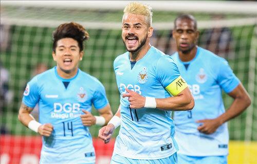 대구 FC 주장 세징야(가운데)는 5일 열린 멜버른 빅토리와의 2019 AFC 챔피언스리그 조별리그 F조 1차전에서 1득점 2도움을 기록했다. 그는 AFC 챔피언스리그 조별리그 1차전 최우수선수로 선정됐다. 사진=대구 FC 제공