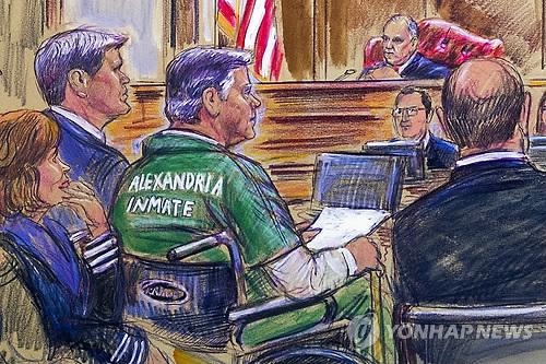 통풍으로 휠체어를 타고 법정에 출석한 매너포트 (워싱턴 AP=연합뉴스)