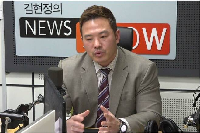 국민권익위원회에 최초로 성접대·불법영상 유포 의혹 연예인 카카오톡 자료를 제보자를 대리해 신고한 방정현 변호사