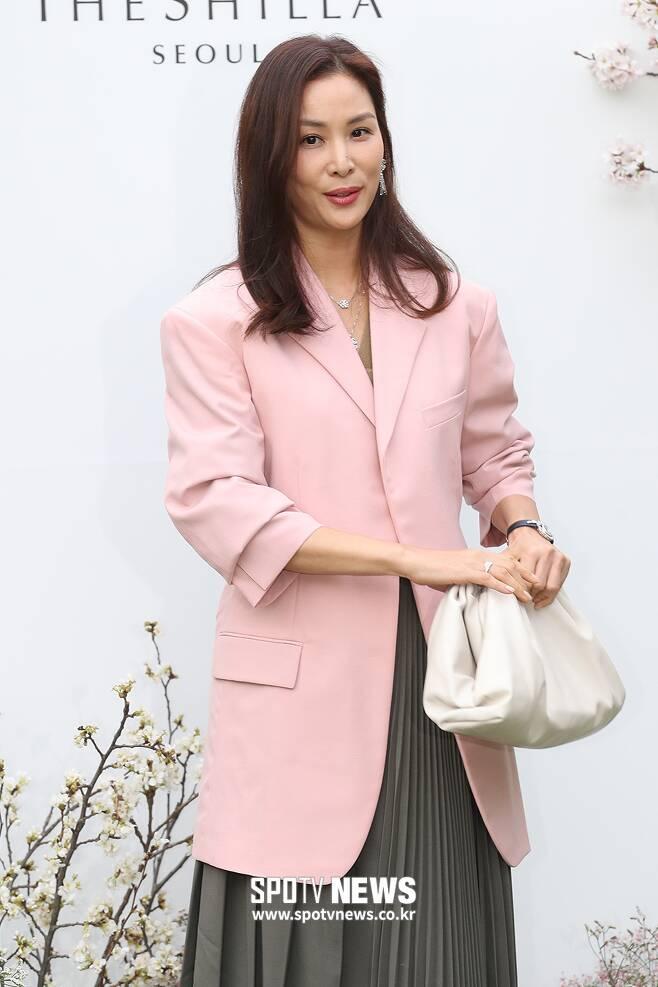 ▲ 고소영, 핑크 재킷이 포인트