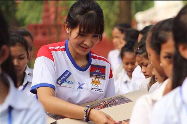 캄보디아 1인당 국민소득은 150만원 정도다. 피아비는 지난 1월 캄보디아 가난한 아이들을 위해 1000원짜리 한국산 구충제 1만개를 나눠줬다. [사진 피아비]