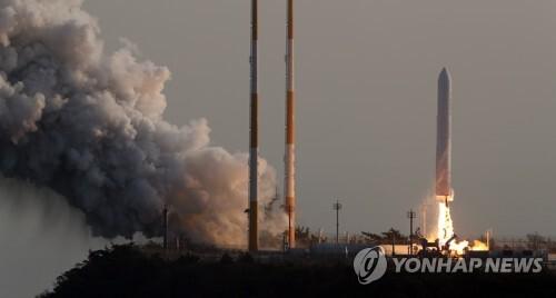 2018년 11월 28일 오후 고흥 나로우주센터에서 한국형발사체(KSLV-2) '누리호'의 엔진 시험발사체가 발사되고 있다. [사진공동취재단=연합뉴스 자료사진]