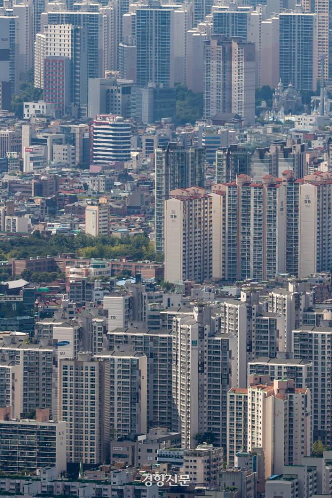 아파트와 단독·다세대 주택이 섞여 있는 서울 시내의 모습. / 우철훈 선임기자