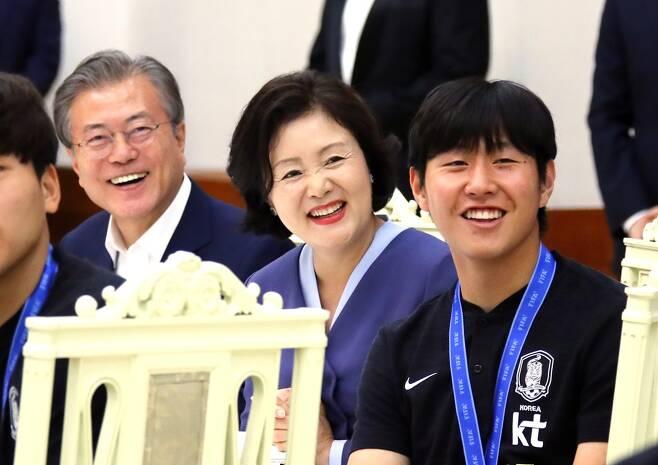 ▲ 문재인 대통령(왼쪽부터), 김정숙 여사, 이강인 ⓒ 연합뉴스