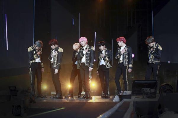 JTBC가 방탄소년단 '러브유어셀프 인 서울' 실황을 독점 중계한다. 빅히트엔터테인먼트 제공