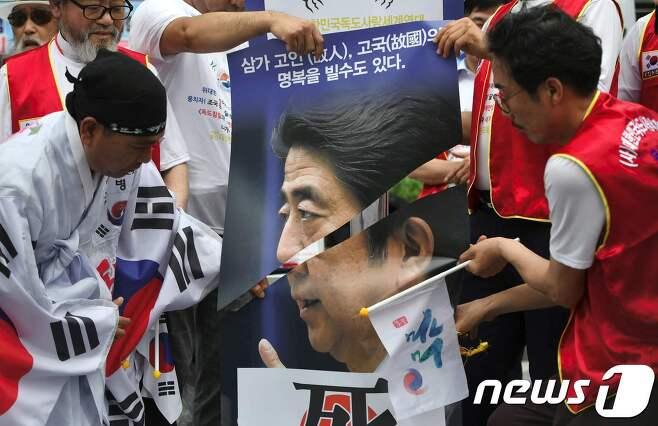 일본 정부의 한국에 대한 수출규제 조치 반작용으로 한국에서도 반일 감정과 함께 일본 불매운동이 나타나고 있다. © AFP=뉴스1