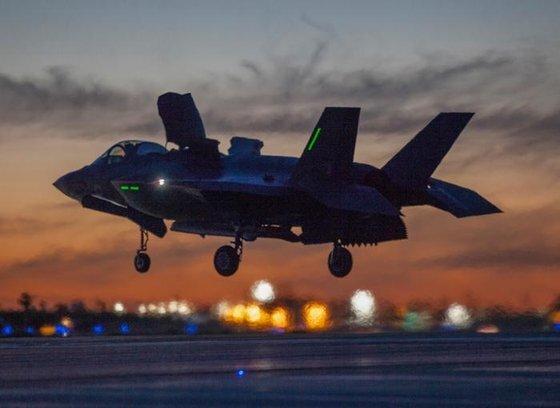 전 세계 1위 방산기업인 록히드마틴의 스텔스 전투기 F-35. [사진 록히드마틴]