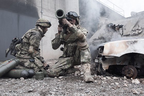 미국 육군 장병이 보병용 대전차 무기인 M4를 발사하고 있다. [사진 사브]