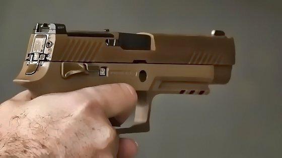 미 육군의 신형 제식권총 M17. 스위스에서 유래한 시그사우어가 만들었다. [유튜브 Gung Ho Vids 계정 캡처]