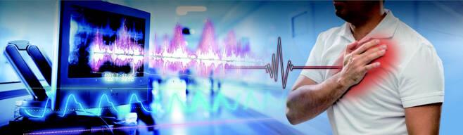 갑자기 가슴에 통증을 느끼는 심뇌혈관질환을 예방하기 위해서는 평소 음식은 짜지 않게 먹는 것이 좋다.