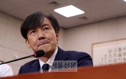 - 조국 법무부 장관 후보자가 6일 국회에서 열린 인사청문회에 출석, 입술을 깨물고 있다. 2019.9.6 김명국 선임기자 daunso@seoul.co.kr