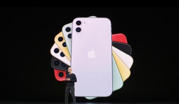 팀쿡 애플 최고경영자(CEO)가 10일(현지시각) 오전 10시 쿠퍼티노 본사 본사 스티브잡스 극장에서 신제품 발표 미디어 이벤트를 진행 하고 있다. /유튜브 캡쳐