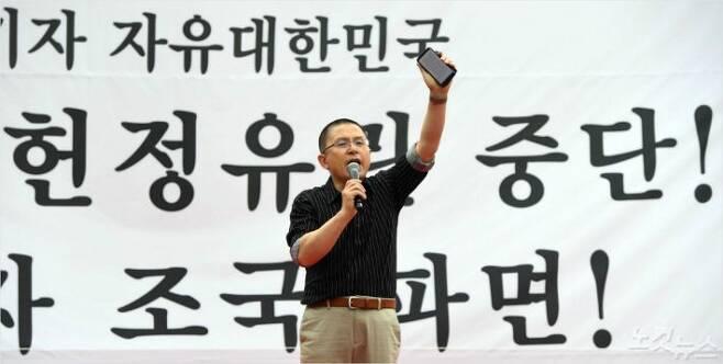 자유한국당 황교안 대표가 지난 21일 오후 서울 광화문광장에서 열린 '조국 법무부 장관 파면 촉구 집회' 에 참석해 발언을 하고 있다. 황진환기자/자료사진