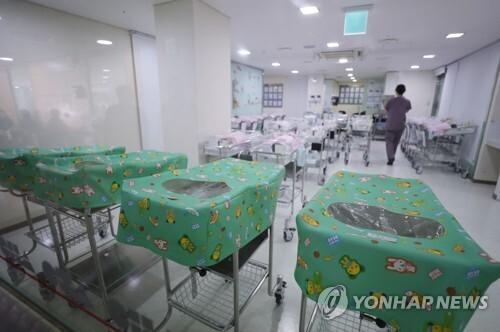 서울 시내 한 병원 신생아실 [연합뉴스 자료사진]