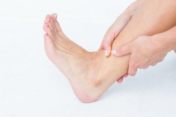 발목에서도 신경이 눌려 찌릿한 증상이 생기는 '발목터널증후군'이 발생할 수 있다./사진=클립아트코리아