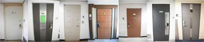 성매매 장소로 적발된 적이 있는 서울 강남 일대의 오피스텔 출입문. 일반 가정집과 차이가 없는 평범한 출입문이어서 성매매 업소 여부를 전혀 알 수 없다. (사진=한국일보 제공)