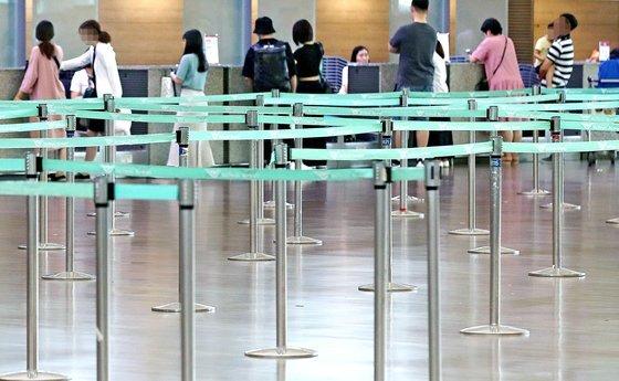 지난 7월 28일 인천국제공항 1터미널, 한 국적 항공사의 일본행 탑승 수속 카운터가 한산하다. '일본여행 보이콧'이 영향을 미쳤다. [연합뉴스]