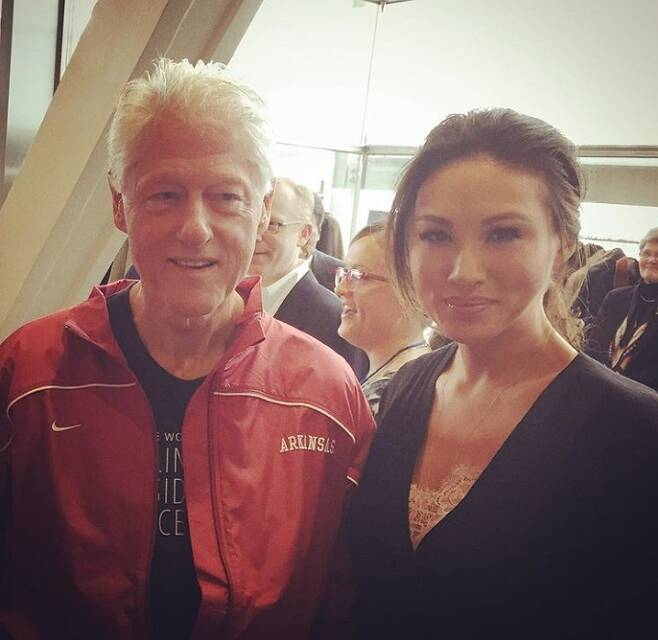 빌 클린턴 전 미국 대통령과 찍은 사진을 인스타그램에 올린 미나 장. 2019.11.13 미나 장 인스타그램 계정