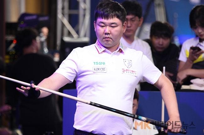 고상운은 김진태에 3:1로 승리를 거두고 16강행 티켓을 손에 넣었다.