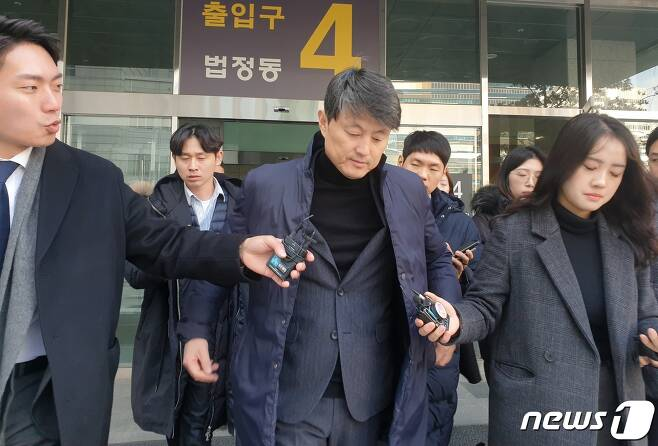 금융위원회 재직 당시 업체들로부터 금품을 받은 혐의를 받고 있는 유재수 전 부산시 경제부시장(55) © News1 황덕현 기자