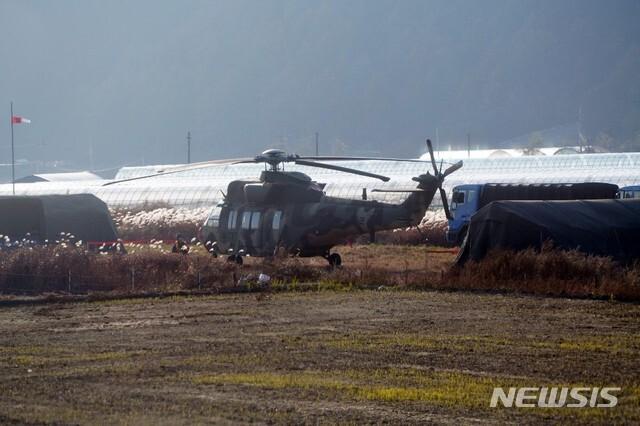 (사진은 지난 4일 오후 강원 양구 일대에서 훈련 중 미세한 진동 등 이상 징후로 비상 착륙한 육군 3군단 소속 수리온 헬기)