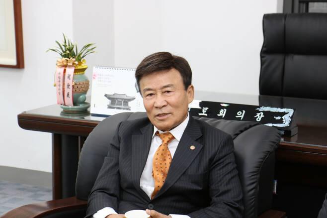 김원웅 광복회장이 22일 서울 여의도 광복회관에서 열린 기자간담회에서 향후 계획에 대해 말하고 있다.[사진=광복회]