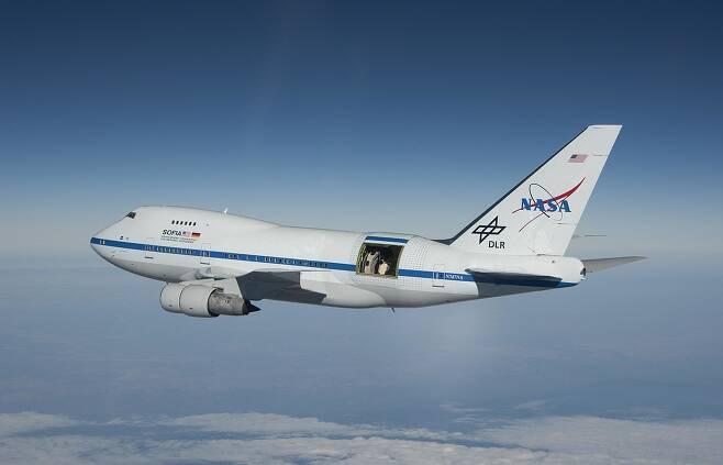 성층권 적외선 천문대(The Stratospheric Observatory for Infrared Astronomy:SOFIA). 이름 그대로 성층권 가까이 비행하면서 적외선 영역 관측을 실시한다.(출처=NASA)