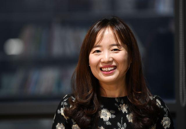 이상문학상 주관사인 문학사상사에 사과를 요구한 최은영 작가. 한국일보 자료사진