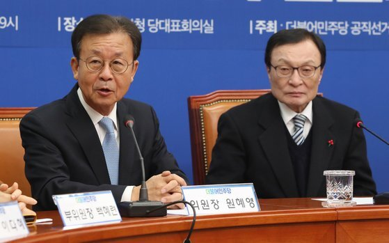 더불어민주당 원혜영 공천관리위원장(왼쪽)과 이해찬 대표. [뉴스1]