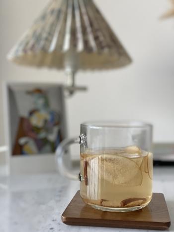 커피 대신, 따뜻한 애플 시나몬 차도 한 잔씩 마시고 있다./사진=남형도 기자