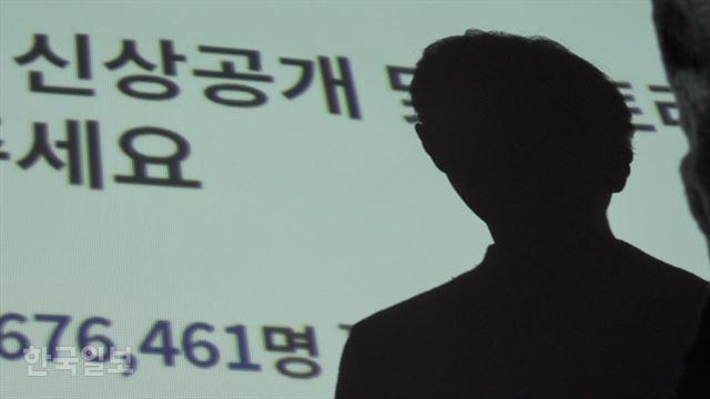 [저작권 한국일보]프로젝트 리셋 활동가 정O(왼쪽), 대O씨가 지난달 29일 한국일보 스튜디오에서 인터뷰를 하고 있다. 한설이PD