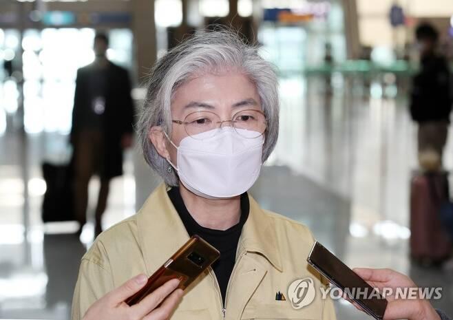인천공항을 방문한 강경화 장관 (영종도=연합뉴스) 자료사진