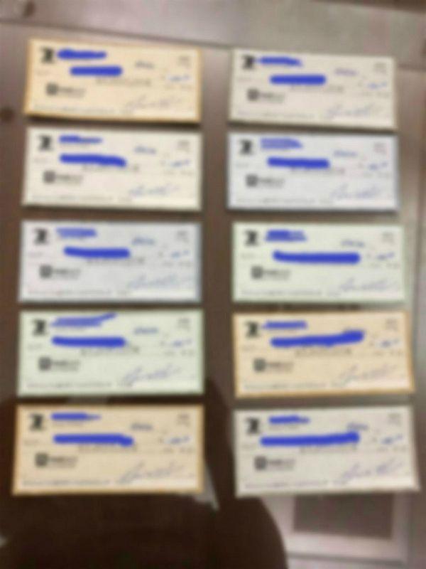 한 독지가의 기부로 미국 애틀랜타 교포 23명에게 지급된 1500달러 짜리 수표들(사진=애틀랜타K 제공)