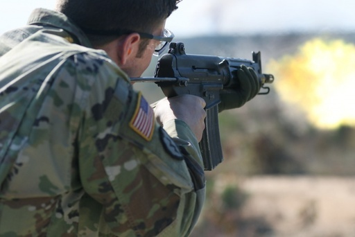 미 특수전요원이 K1A 소총으로 사격훈련을 하고 있다. 미 육군 제공