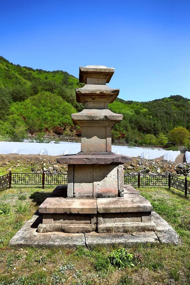 용화동 3층 석탑 [사진/전수영 기자]
