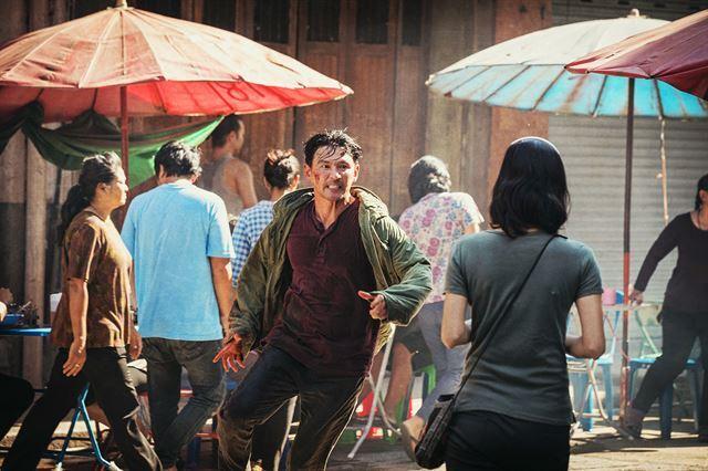 영화 '다만 악에서 구하소서'가 8월초 개봉하고 여름 기대작 '영웅'은 개봉이 연기됐다. CJ엔터테인먼트 제공