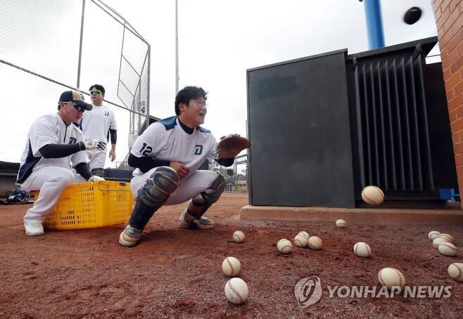 훈련하는 NC 포수 신진호 [연합뉴스 자료사진]