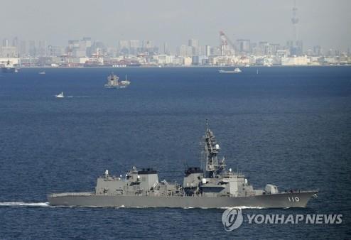 2020년 2월 22일 중동에 파견될 일본 해상자위대 호위함 다카나미가 요코스카 기지를 출항하고 있다. [교도=연합뉴스 자료사진]