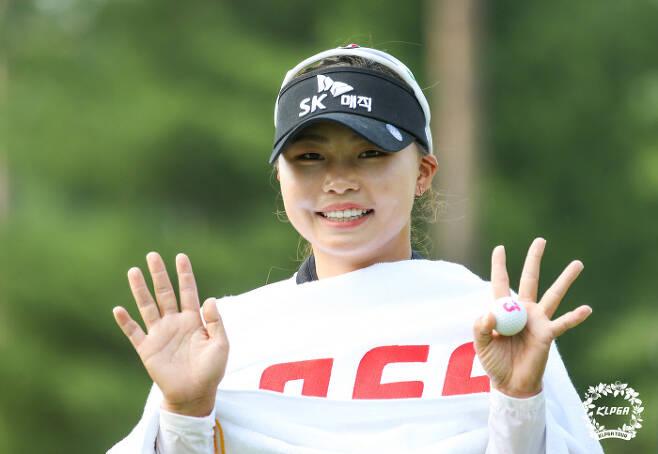 지난주 BC카드 한경레이디스컵에서 우승한 김지영2의 별명은 '뮬란'. 디즈니 애니메이션의 주인공인 '뮬란'과 얼굴 윤곽이나 눈매가 닮아서 붙여진 별명이다. KLPGA 제공