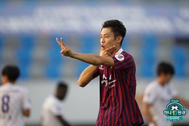 K리그2 득점 부문 선두를 달리고 있는 수원FC의 스트라이커 안병준.. (한국프로축구연맹 제공) © 뉴스1