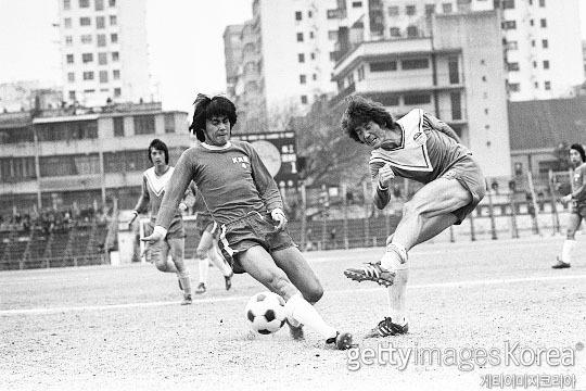 1976년부터 1977년까지 홍콩 리그에서 뛰었던 김재한(사진 오른쪽)(사진=게티이미지코리아)