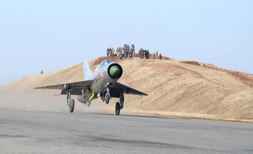 북한 공군 미그-21 전투기가 비상활주로 착륙 훈련을 하고 있다. 세계일보 자료사진