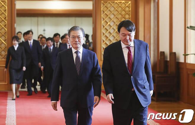 문재인 대통령(왼쪽)과 윤석열 검찰총장(청와대 제공). 2019.7.25/뉴스1