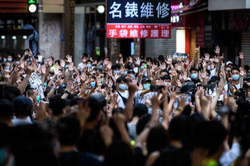 홍콩 반환 23주년인 지난 1일 홍콩 도심에서 시위대가 이날부터 시행된 홍콩 국가보안법(홍콩보안법) 철폐를 요구하며 시위를 벌이고 있다. AFP연합뉴스